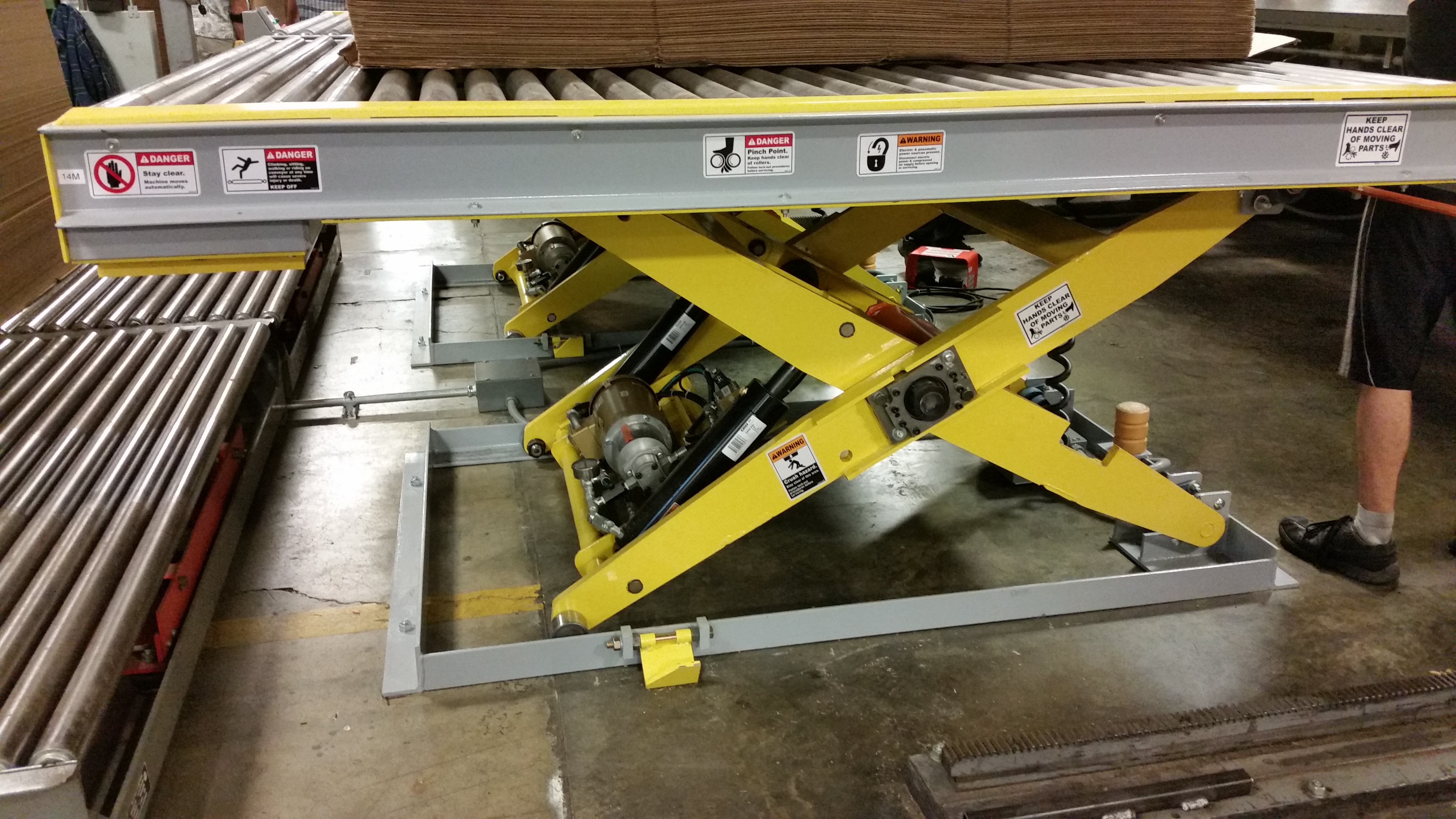 Low Profile Scissors Lift With Powered Conveyor 60 Wide